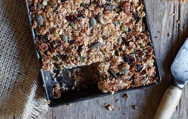 FRUITY BREAKFAST BARS